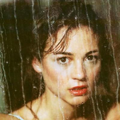 leonor watling con lluvia