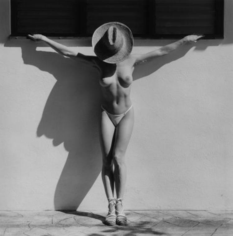 lisa lyon crucificada